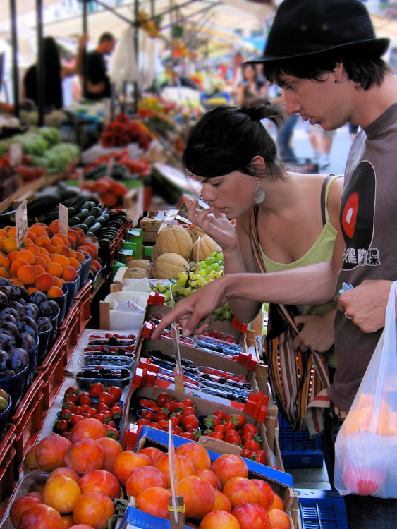 shopping for fruits and vegetables in Italy